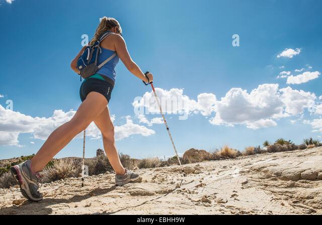 Woman hiking, Joshua Tree National Park, California, US - Stock-Bilder