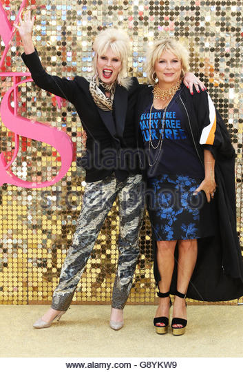 London, UK. 29th June, 2016. Great Britain. June 29th, 2016. UNITED KINGDOM, London: Joanna Lumley (L) and Jennifer - Stock-Bilder