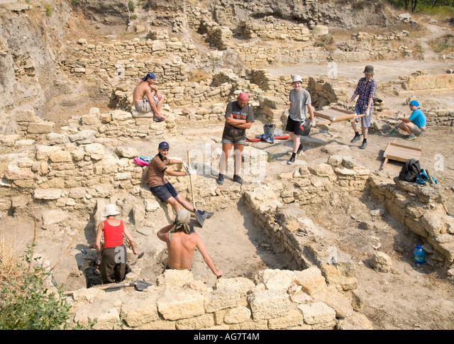 Archaeology students working at an excavation site of the ancient greek settlement of Tyras in nowadays Ukraine - Stock Image