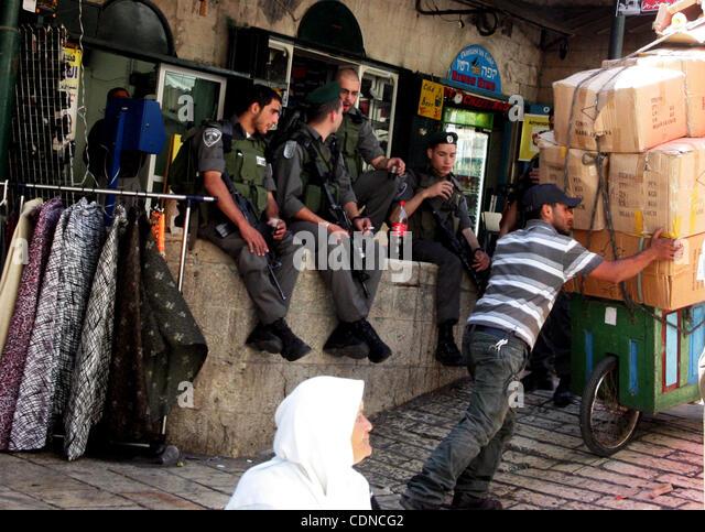 May 22, 2011 - Jerusalem, Israel - Israeli border policemen stand guard at the main market in Jerusalem's old - Stock Image