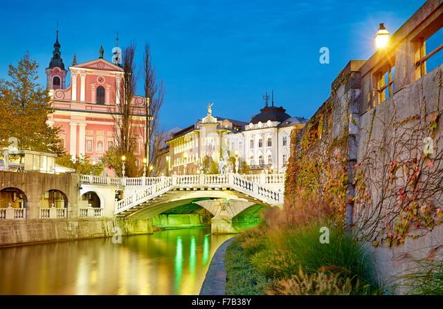 Ljubljana, view at bridge and the Franciscan Church, Slovenia - Stock-Bilder