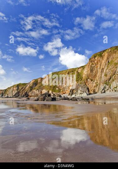 coastal resort beach at marloes sands pembrokeshire coast national park in late summer - Stock-Bilder
