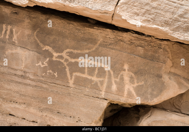 Rock-art depicting domesticated long horn cattle in the Eastern Desert of Egypt, North Africa - Stock Image
