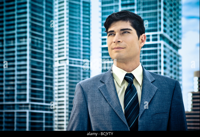 Confident Latin businessman with architectural backdrop - Stock-Bilder