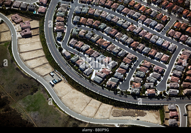 aerial view above southern California residential development subdivision - Stock-Bilder