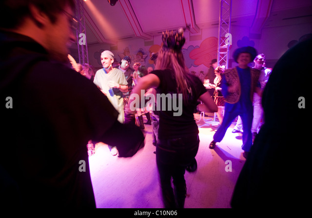 People dancing enjoying nightlife during the Crazy Days of the Carnival in Cologne (Germany) - Stock Image