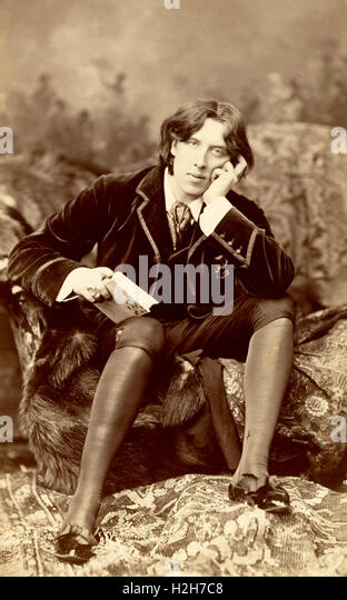 a biography of oscar wilde an irish author poet and playwright Oscar wilde (1854-1900) was a playwright, poet,  jane francesca wilde, was an irish nationalist, a poet who published under the pseudonym 'speranza',  author.