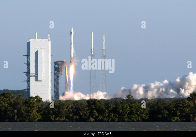 Cape Canaveral, Florida, USA. 5th February, 2016.  A United Launch Alliance Atlas V rocket carrying the GPS IIF - Stock Image