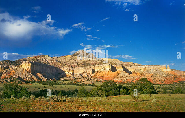Red rock country landscape around Ghost Ranch and Abiquiu, New Mexico, which Georgia O'Keeffe used in many of - Stock Image