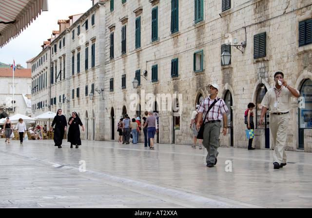 People walking in the Placa Luza, Dubrovnik, Croatia - Stock Image