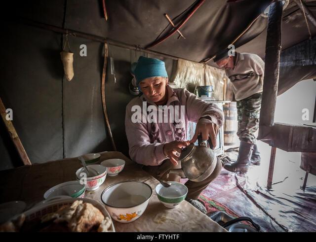 Kyrgyzstan, Kirghizistan, Asia,everyday family life in yurta, woman cooking - Stock-Bilder