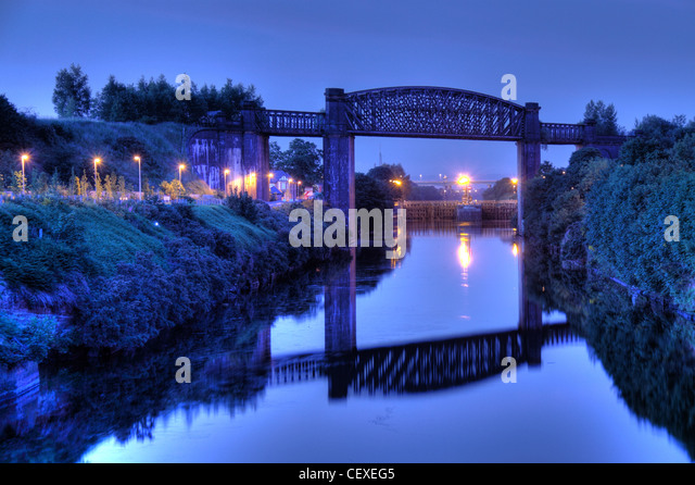 Dusk at the Manchester Ship Canal high level railway bridge A50 Cheshire lines Altrincham Trans Pennine Trail TPT - Stock Image