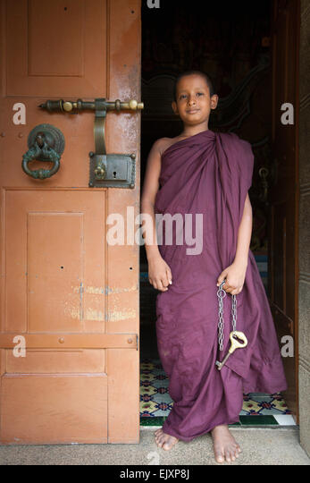 BUDDHIST MONK WITH KEY TO TEMPLE NEAR UNAWATUNA - Stock Image