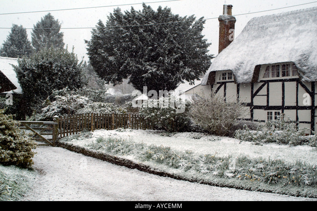 Garden Centre: Thatched Cottage Snow Stock Photos & Thatched Cottage Snow