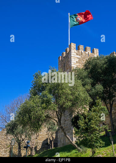 Castelo de S. Jorge: Portuguese flag flying over St George Castle in Lisbon, Portugal - Stock Image