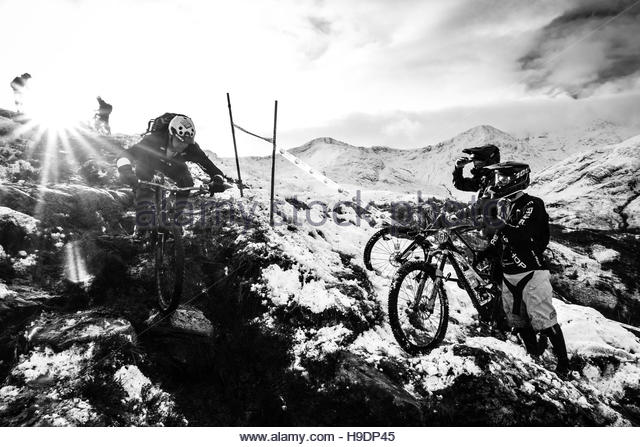 Scottish highlands uk 19th november 2016 mountain bikers