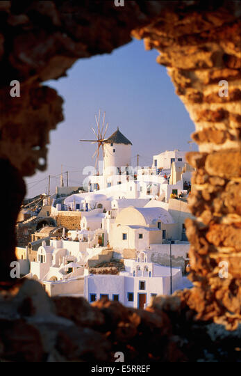 Greece, Santorini, Ia, view over town through stone window - Stock Image