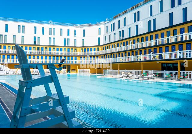 Molitor stock photos molitor stock images alamy for Outdoor swimming pool paris