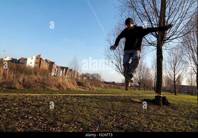 Andy Marland slack slacker slacklining Milton Keynes MK Big: Rock: Climbing jump jumping climb rock crag indoor - Stock Image