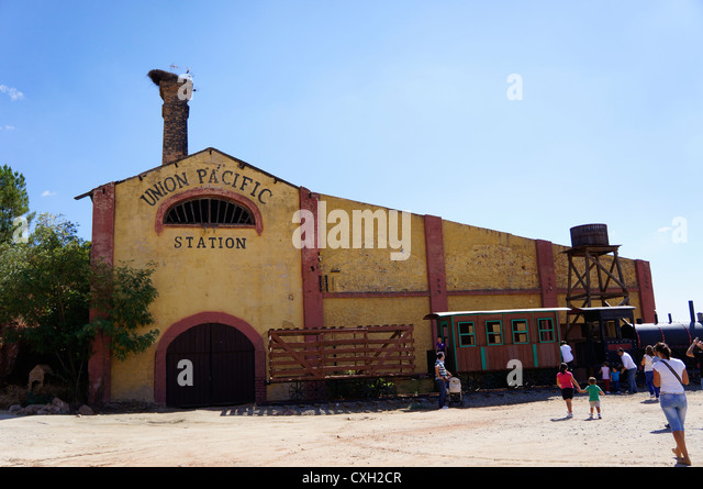 Stagecoach train stock photos stagecoach train stock for Oficina western union sevilla