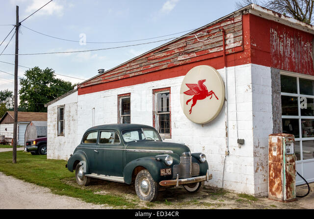 Illinois Odell Historic Route 66 antique car automobile gas station petrol Mobil - Stock Image