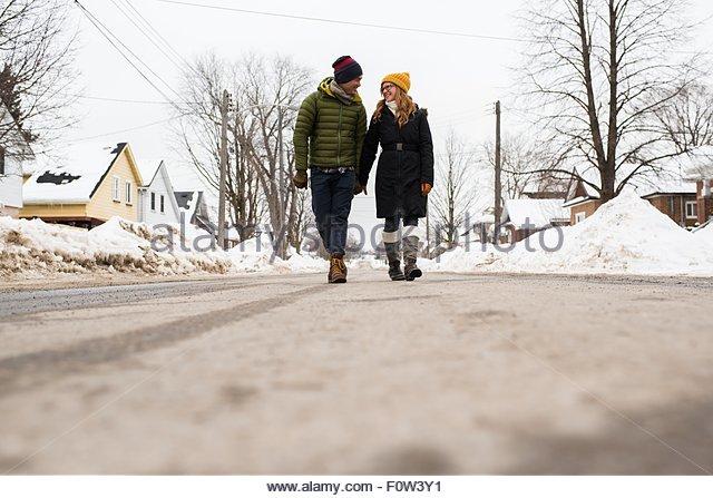 Couple walking on street in winter - Stock-Bilder