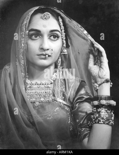 VRB101407 Portrait of Indian bride Rajasthan India 1940s - Stock Image
