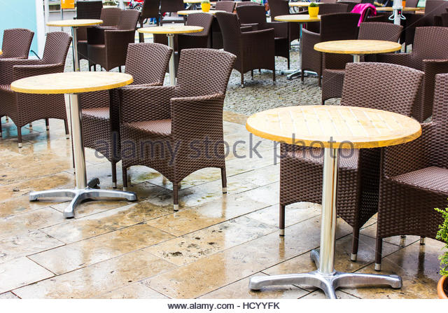 coffee shop exterior chairs stock photos coffee shop exterior chairs stock images alamy. Black Bedroom Furniture Sets. Home Design Ideas