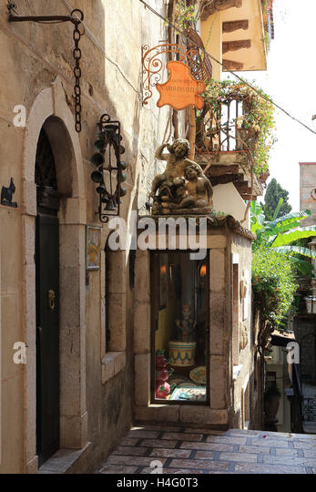Antiquity shop in Taormina town, Sicily, Italy - Stock Image