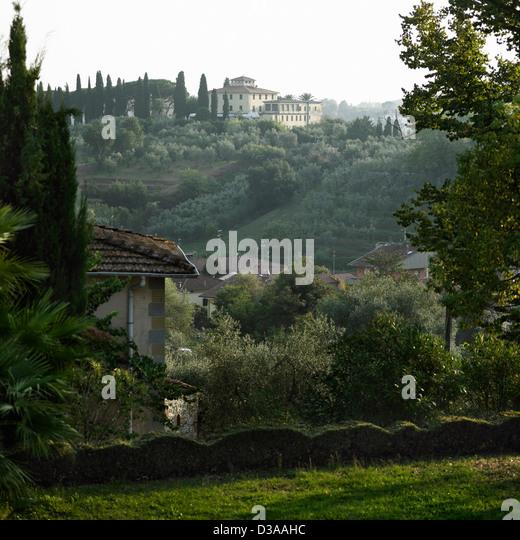 Mansion overlooking rural landscape - Stock Image