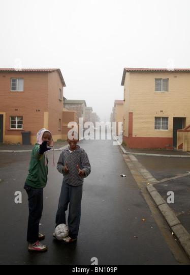 kids playing football in street, Langa township - Stock-Bilder