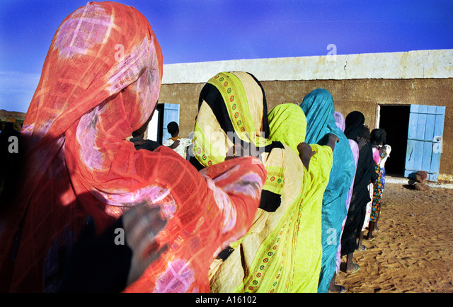Muslim girls from the village of Bounessa in the Affole region of Mauritania attend a small school. Bounessa is - Stock Image