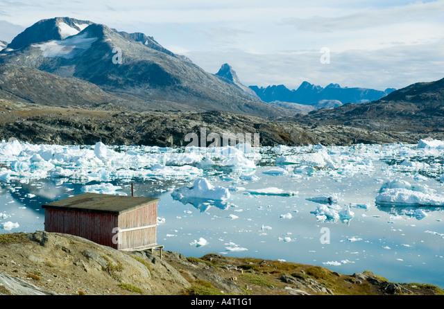 Refuge hut at Paornakajît, an abandoned Inuit settlement, Sermilik Fjord, East Greenland - Stock Image