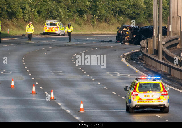 Between Junctions 2-3, M40 Motorway, Buckinghamshire, UK. 18th July, 2014. Wreckage of 3 car collision that closed - Stock Image