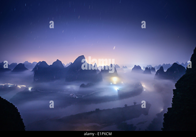 Karst mountain landscape on the Li River in Xingping, Guangxi Province, China. - Stock-Bilder