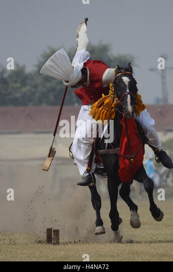 Lahore, Pakistan. 17th Oct, 2016. Pakistani horse rider player in action during National Tent Pegging championship - Stock Image