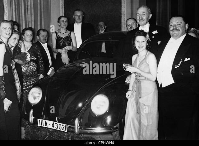 http://n7.alamy.com/zooms/7a2cfb47a6c44a828f2f3c8c785ea28f/ferdinand-porsche-bengt-berg-and-henry-george-1939-cphwn4.jpg