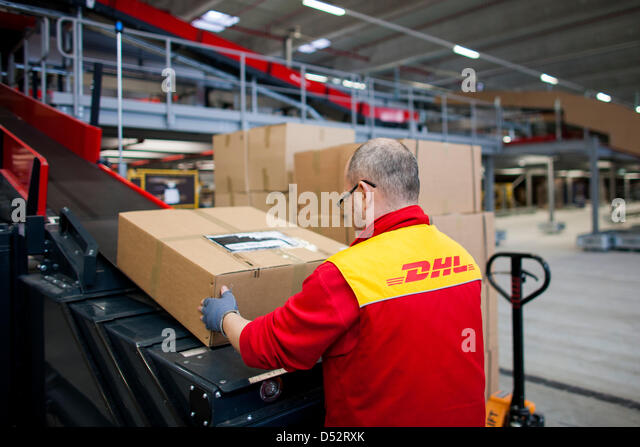 how to send dhl package