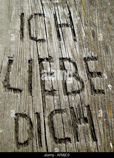 I love you cut in wood Ich liebe Dich in Holz geschnitzt - Stock-Bilder