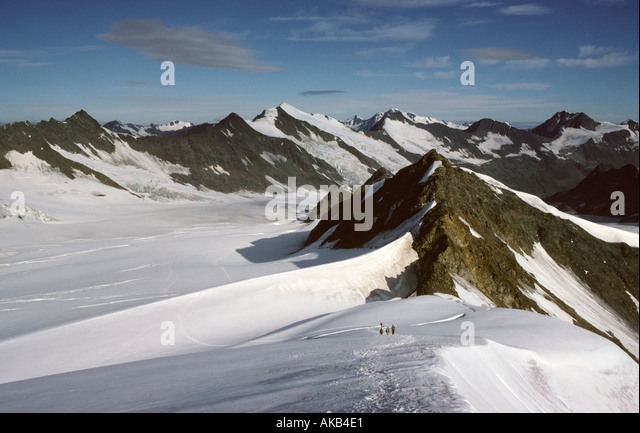 Looking down the north west ridge of the Hohe Wilde, Ötztal Alps, Austria - Stock Image