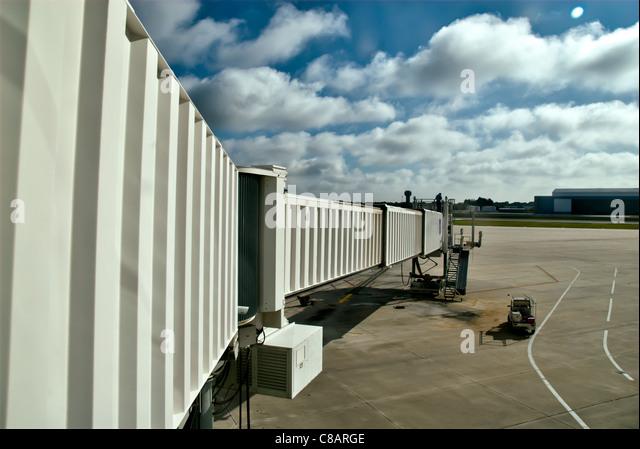 Boarding tramway on airport runway, Tampa, Florida. - Stock-Bilder