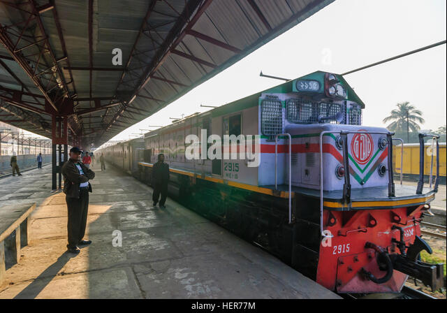 Chittagong: Intercity train in the station, Chittagong Division, Bangladesh - Stock-Bilder