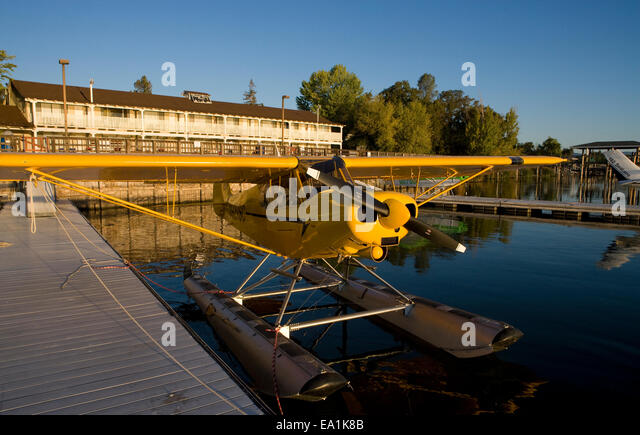 Piper Super Cub on Floats docked at the Sky Lark Shores Resort dock, Seaplane Splash-In, Lakeport, California, Lake - Stock Image
