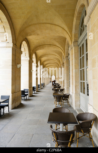 Portico alongside the Grand Theatre, Place de la Comedie, Quartier St Pierre, Bordeaux, Aquitaine, France - Stock Image