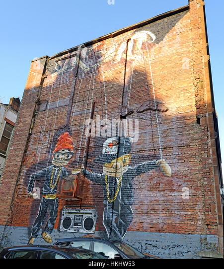 Art on a gable-end wall in Glasgow city centre, depicting two puppets dancing to music, Scotland, UK - Stock Image