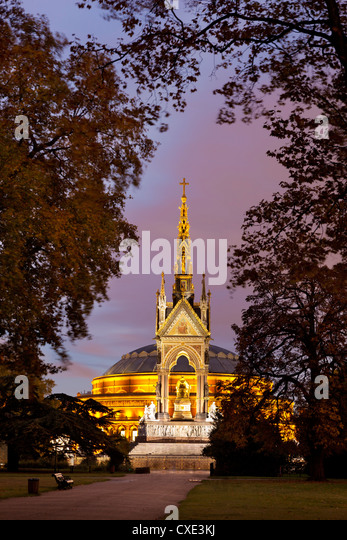 Albert Memorial and Royal Albert Hall at dusk, Hyde Park, London, England - Stock Image