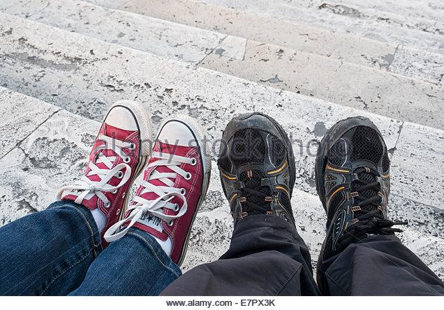 Newlyweds Sitting on The Spanish Steps, Rome, Italy - Stock Image