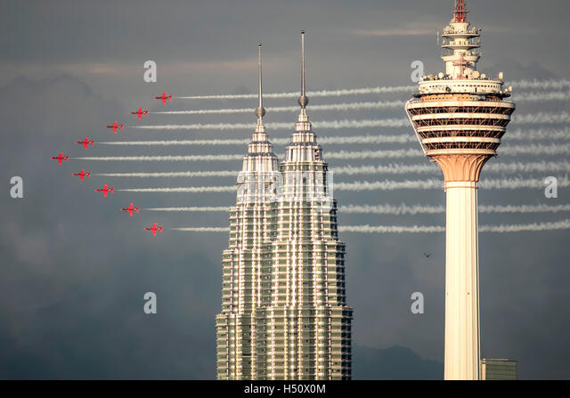Kuala Lumpur, Malaysia. 18th Oct, 2016. British RAF Red Arrows in formation, flying past KLCC Twin Towers and KL - Stock Image