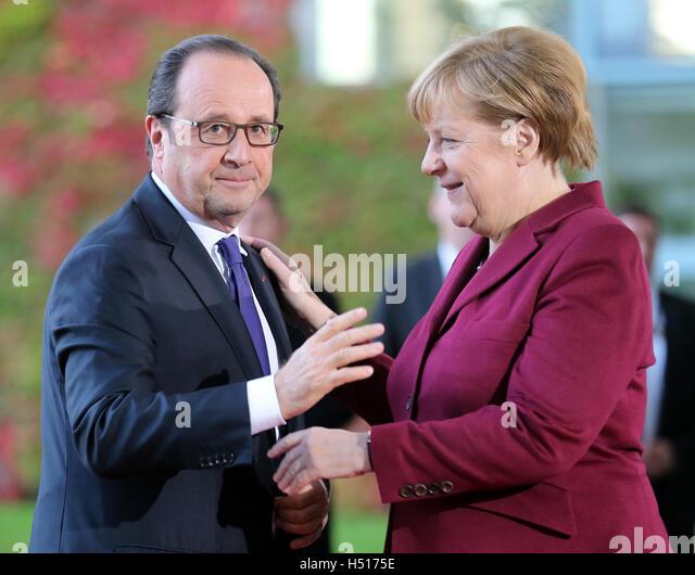Berlin, Germany. 19th Oct, 2016. German chancellor Angela Merkel greets the president of France, Francois Hollande - Stock Image
