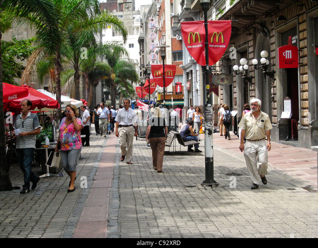 Montevideo, Montevideo, Uruguay. Walking street with stalls and restaurants, brick pavement. - Stock Image